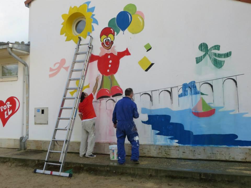 La asociaci n cultural eclipse decora con un mural una for Mural pared personalizado