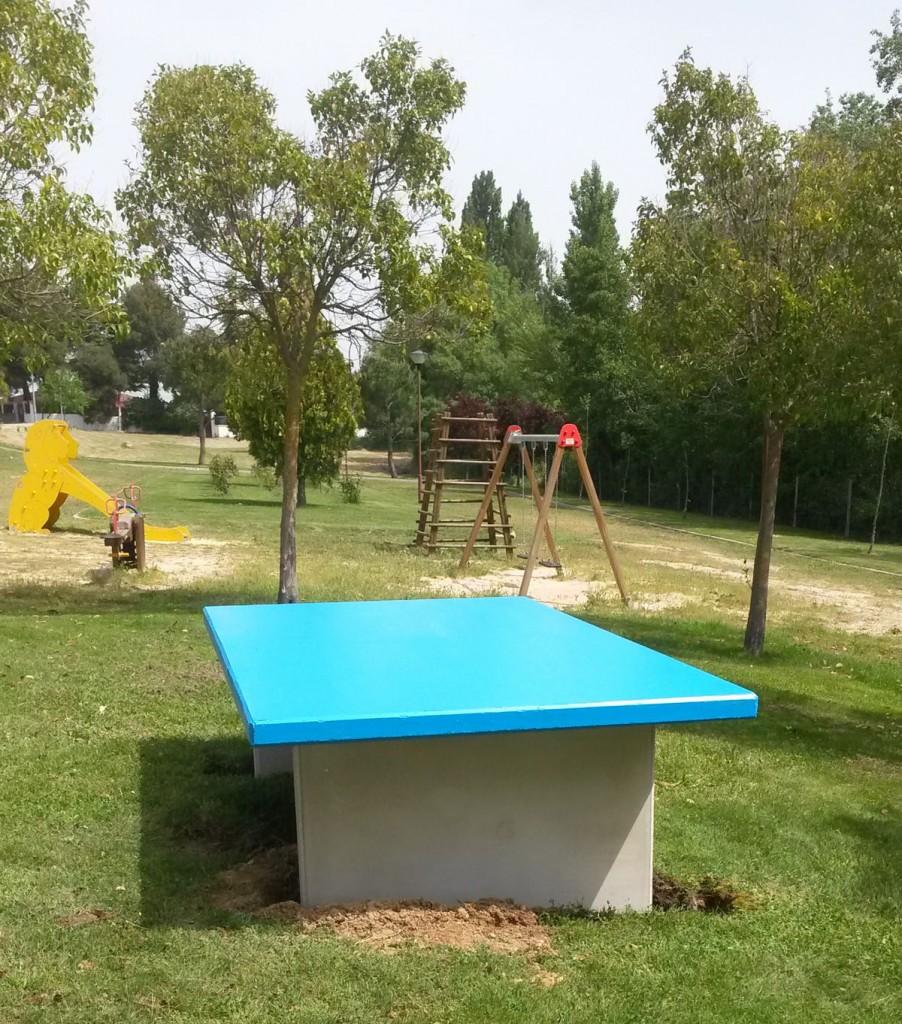 Mesas de ping pong al aire libre en los parques for Piscinas municipales palencia