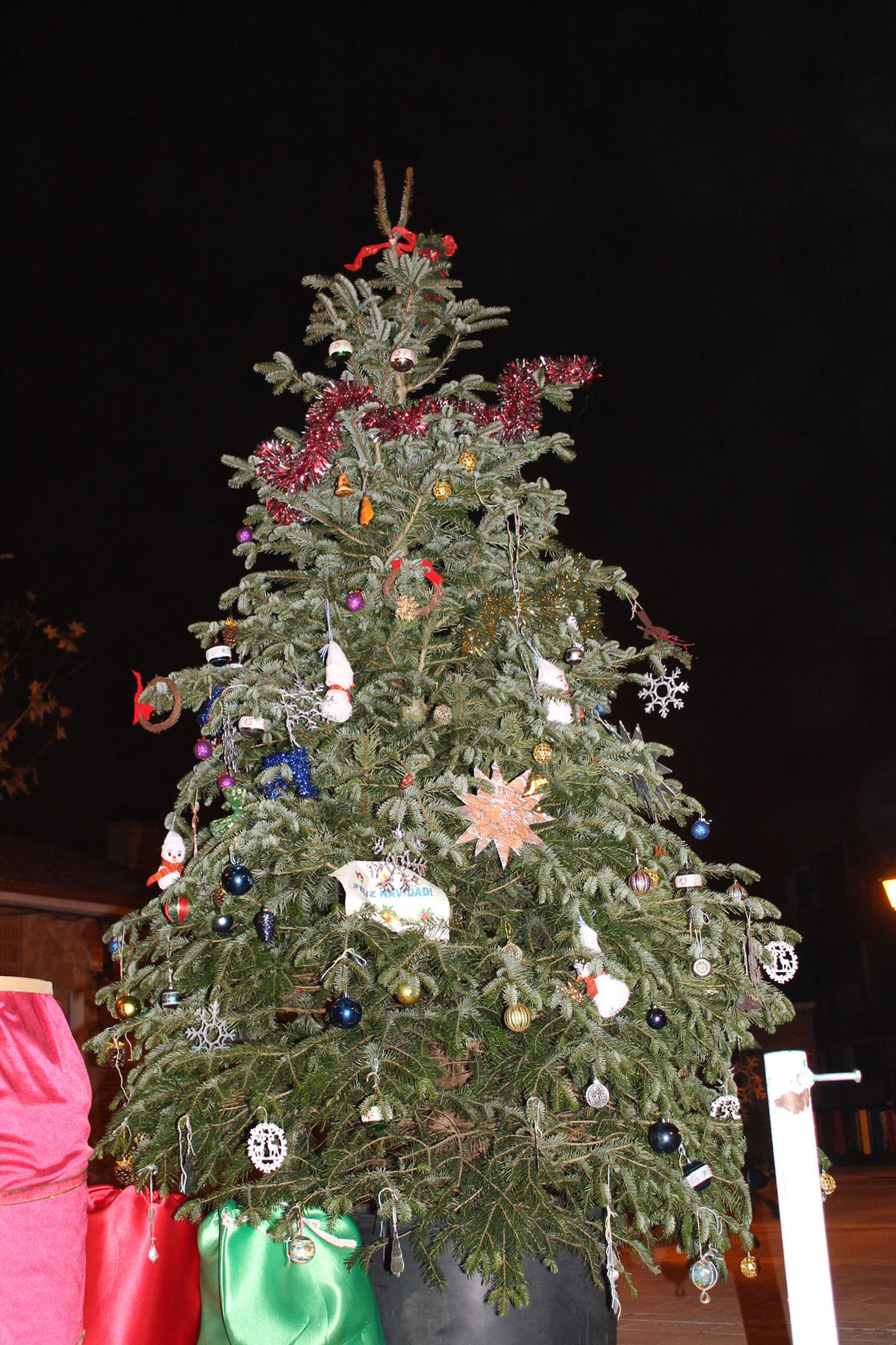 Decoraci n del rbol de navidad municipal cabez n de - Adornos del arbol de navidad ...