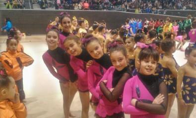 El grupo de conjuntos de gimnasia rítmica de Cabezón compitió el sábado en  Cigales. d5e0140182c07